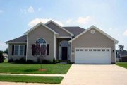 Traditional Style House Plan - 3 Beds 2 Baths 1462 Sq/Ft Plan #412-120 Exterior - Front Elevation