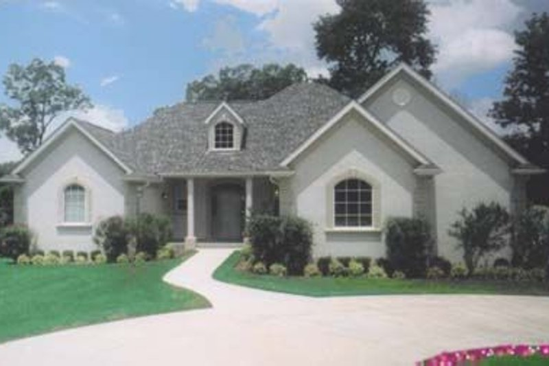 Traditional Exterior - Front Elevation Plan #52-148 - Houseplans.com