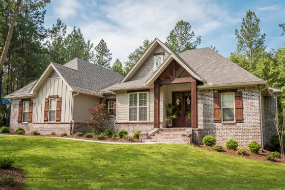 Dream House Plan - Craftsman Exterior - Front Elevation Plan #430-99
