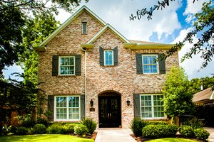 Traditional Exterior - Front Elevation Plan #1021-11