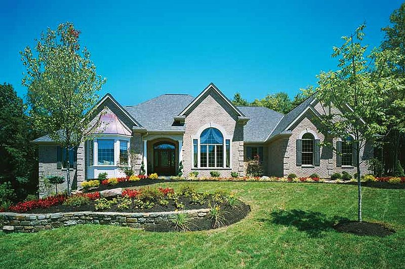 Dream House Plan - Traditional Exterior - Front Elevation Plan #46-102