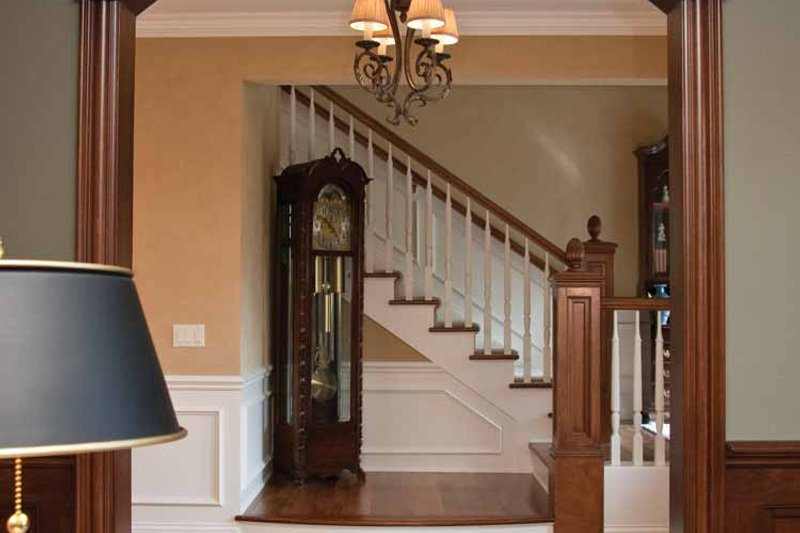 House Plan Design - Tudor Interior - Entry Plan #928-27