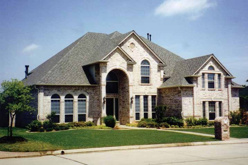 House Plan Design - Traditional Exterior - Front Elevation Plan #84-739