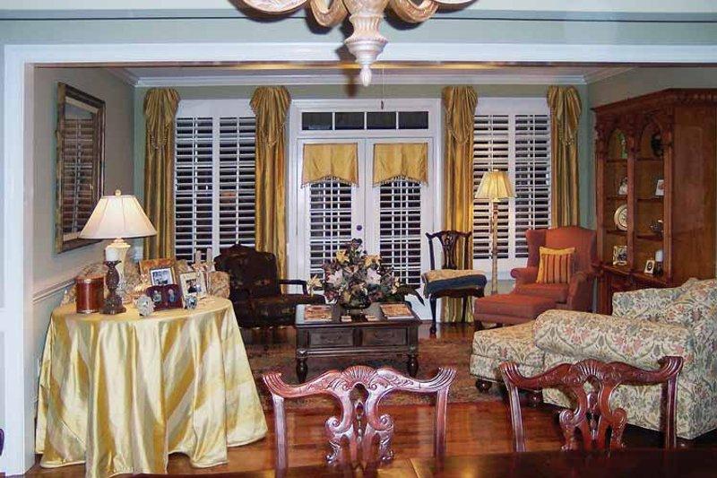 Colonial Interior - Family Room Plan #429-64 - Houseplans.com
