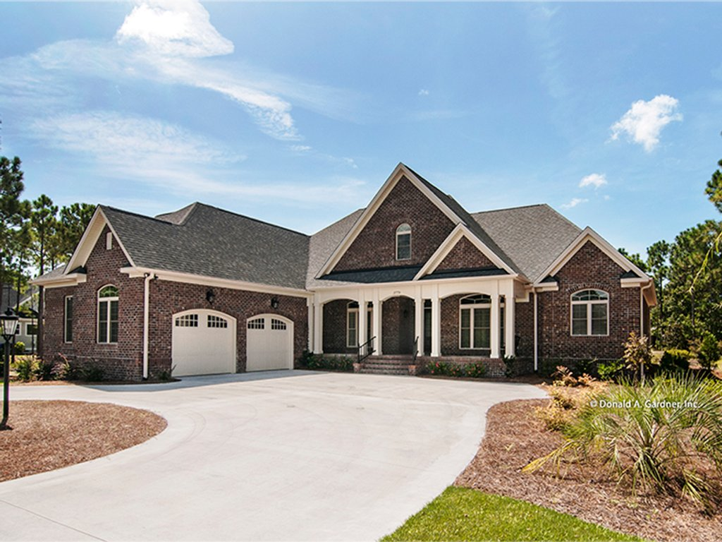 Traditional style house plan 4 beds 3 baths 2531 sq ft for Donald house plans