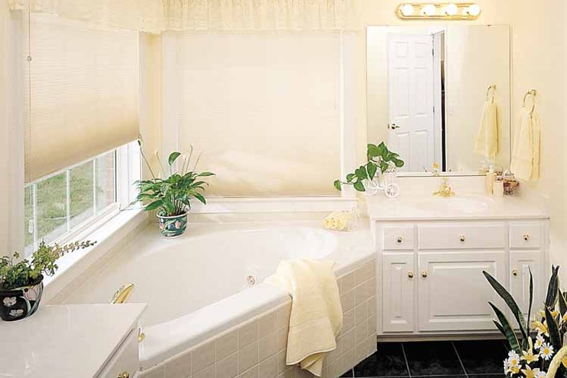 Ranch Interior - Bathroom Plan #929-176 - Houseplans.com