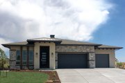 Ranch Style House Plan - 2 Beds 2 Baths 2200 Sq/Ft Plan #1069-5 Exterior - Front Elevation