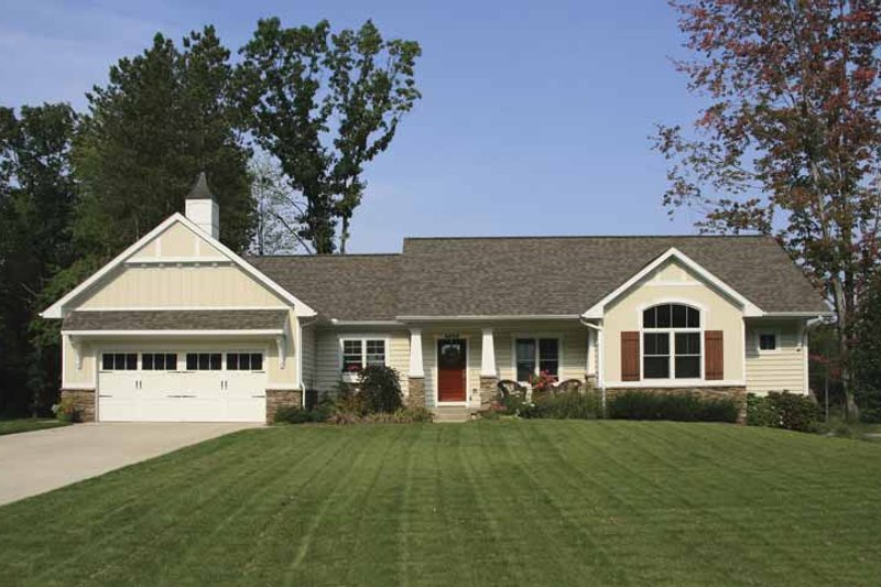 Craftsman Exterior - Front Elevation Plan #928-117