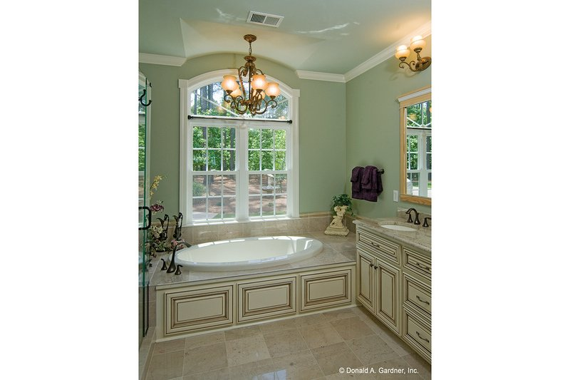 Ranch Interior - Master Bathroom Plan #929-995 - Houseplans.com