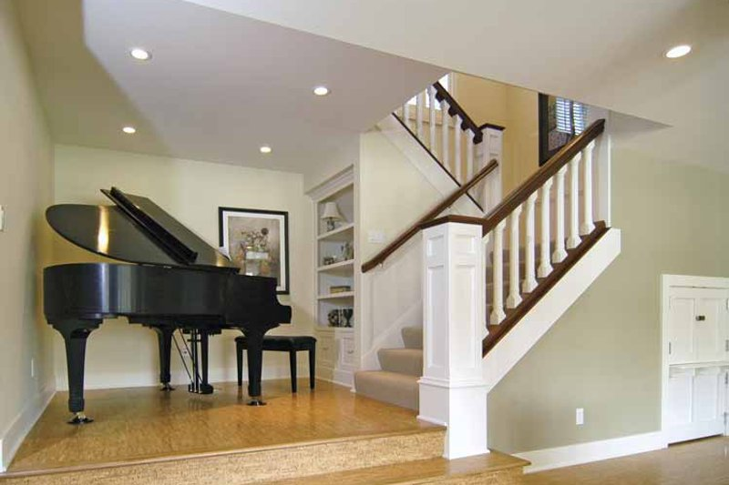 Craftsman Interior - Entry Plan #928-48 - Houseplans.com