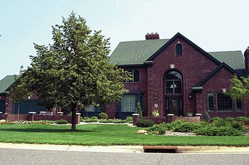 Architectural House Design - Traditional Exterior - Front Elevation Plan #51-795