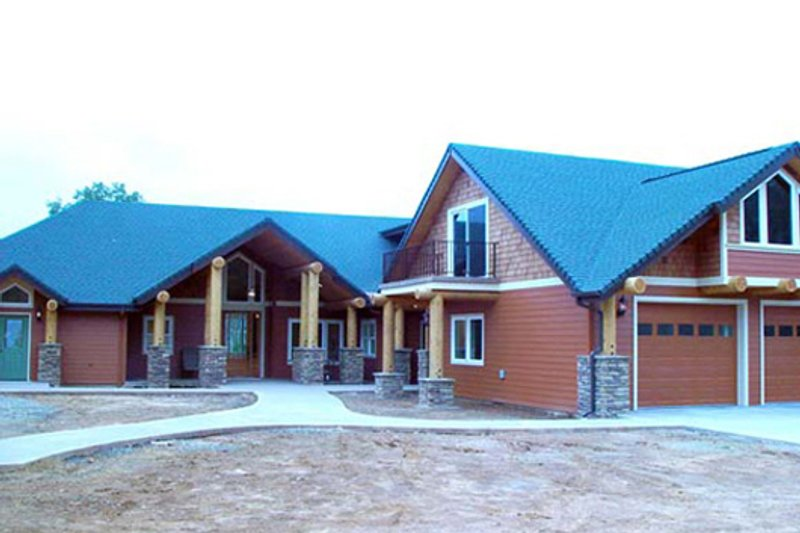 Craftsman Style House Plan - 4 Beds 4.5 Baths 4232 Sq/Ft Plan #124-621 Exterior - Front Elevation