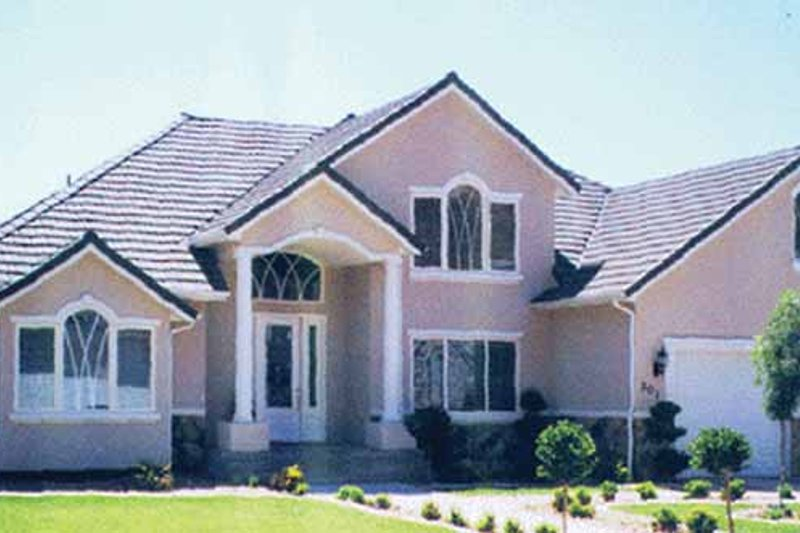 House Plan Design - Traditional Exterior - Front Elevation Plan #945-40