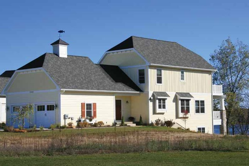 Traditional Style House Plan - 3 Beds 2.5 Baths 1858 Sq/Ft Plan #928-192 Exterior - Front Elevation