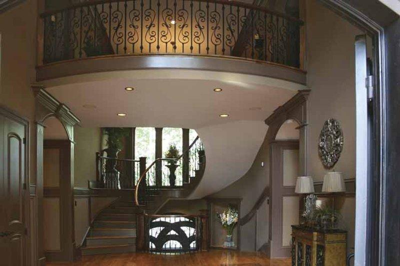 Colonial Interior - Entry Plan #119-392 - Houseplans.com