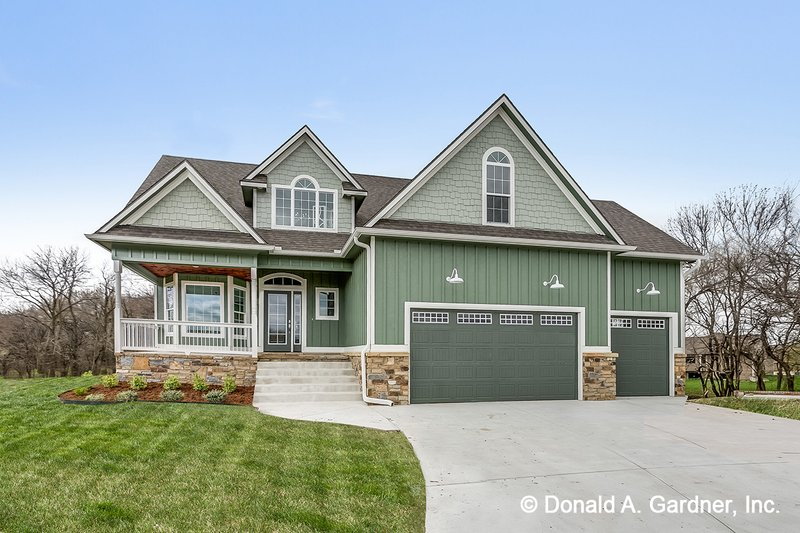 Country Style House Plan - 3 Beds 2.5 Baths 2037 Sq/Ft Plan #929-522