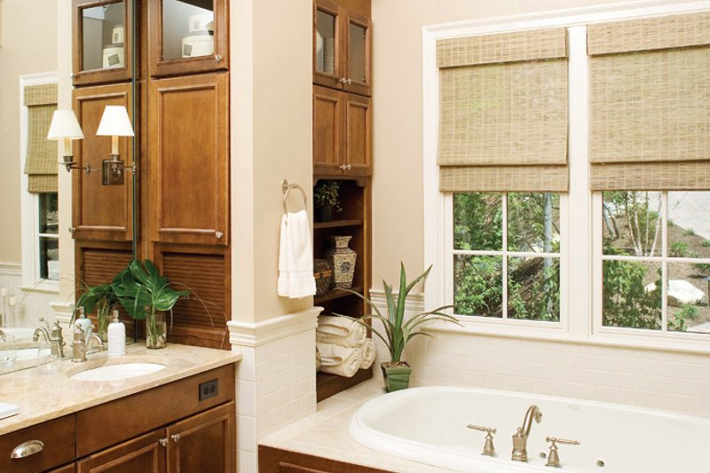 Craftsman Interior - Master Bathroom Plan #929-937 - Houseplans.com