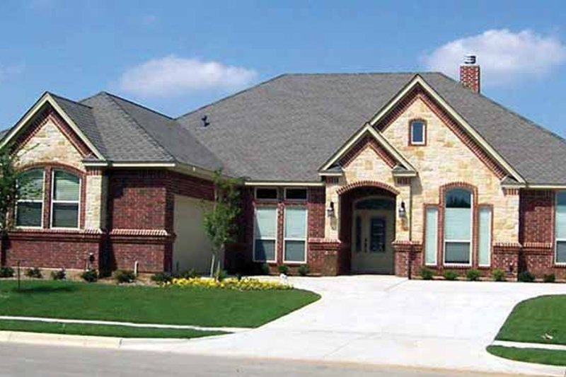 Traditional Exterior - Front Elevation Plan #84-707 - Houseplans.com