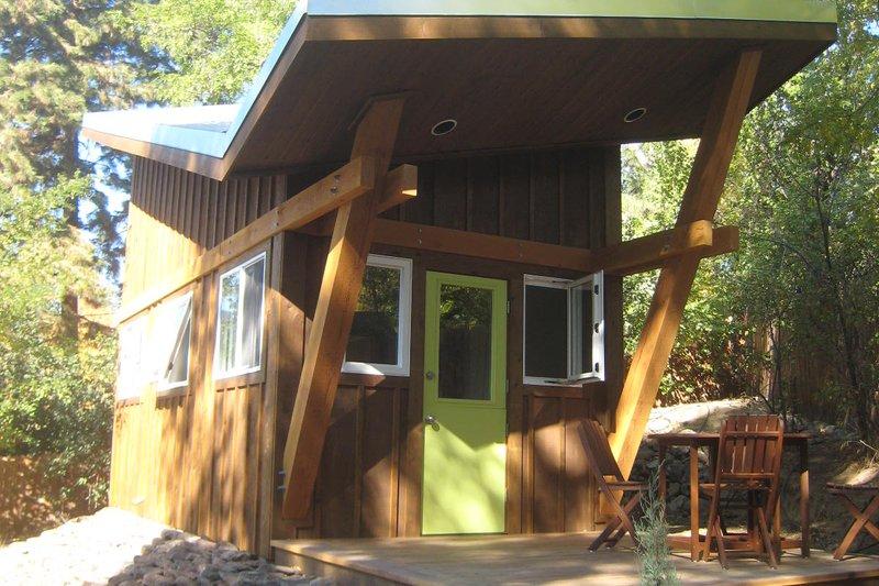 House Plan Design - Modern Exterior - Front Elevation Plan #451-23