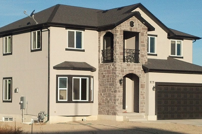 Traditional Exterior - Front Elevation Plan #1060-7 - Houseplans.com