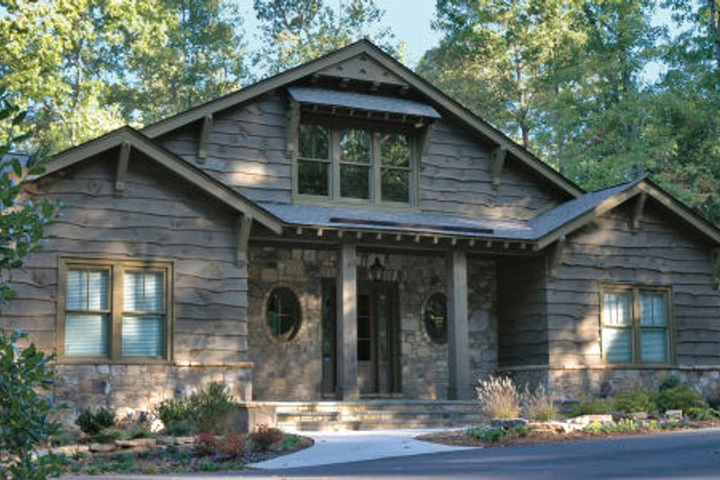 Craftsman Style House Plan - 4 Beds 4.5 Baths 3520 Sq/Ft Plan #429-45
