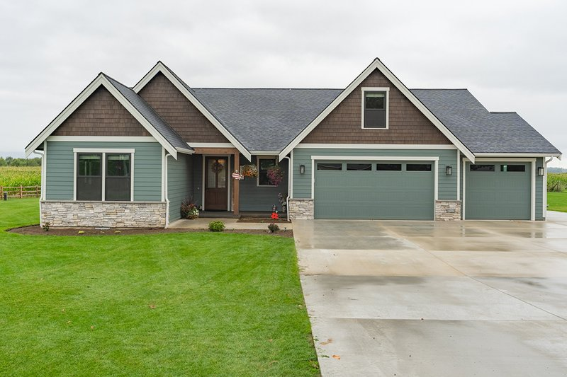 Architectural House Design - Craftsman Exterior - Front Elevation Plan #1070-154