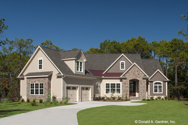 House Plan Design - European Exterior - Front Elevation Plan #929-958