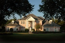 Dream House Plan - Classical Exterior - Front Elevation Plan #472-1