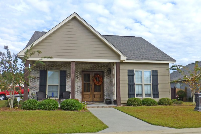 Cottage Exterior - Front Elevation Plan #430-114