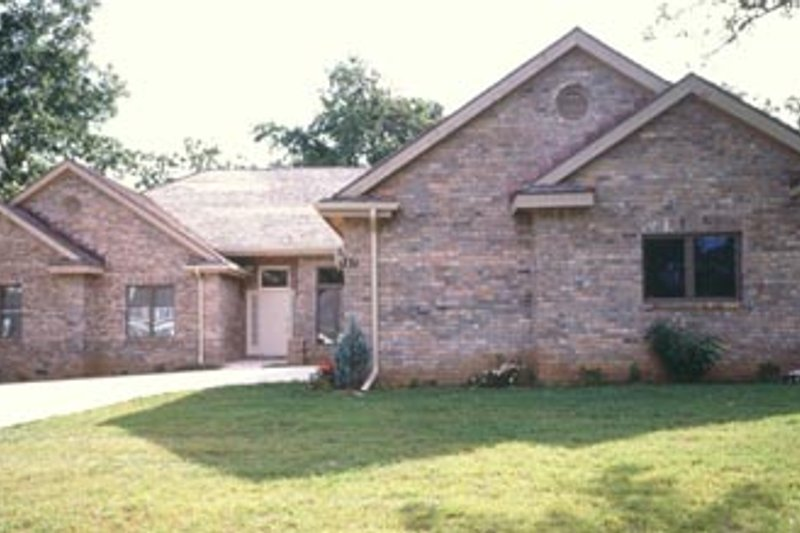 Traditional Exterior - Front Elevation Plan #52-112 - Houseplans.com