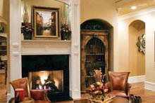 Traditional Interior - Family Room Plan #927-11