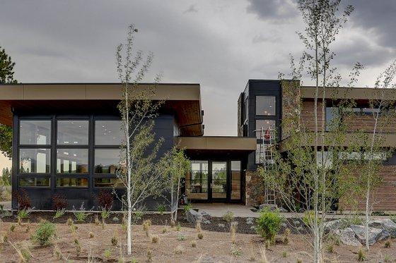 Modern Exterior - Front Elevation Plan #892-32