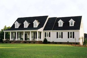 Southern Exterior - Front Elevation Plan #137-123