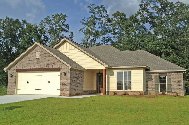 Ranch Style House Plan - 4 Beds 2 Baths 1736 Sq/Ft Plan #430-105 Exterior - Front Elevation