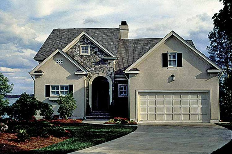 Traditional Exterior - Front Elevation Plan #453-509 - Houseplans.com