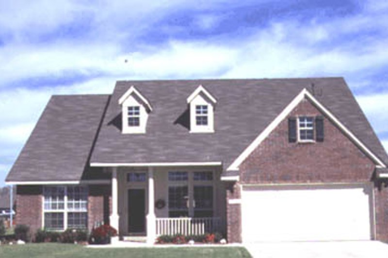 Traditional Style House Plan - 3 Beds 2 Baths 1762 Sq/Ft Plan #20-171