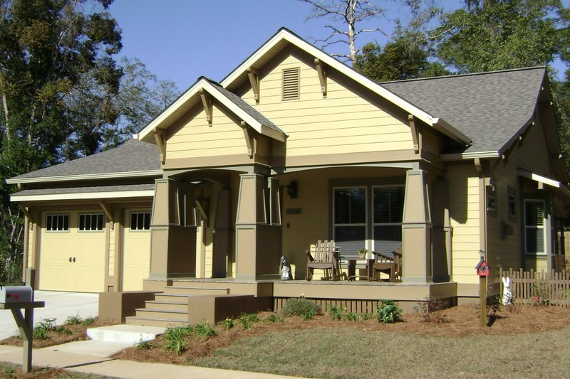 Craftsman Style House Plan - 3 Beds 2 Baths 1757 Sq/Ft Plan #536-8 Exterior - Front Elevation