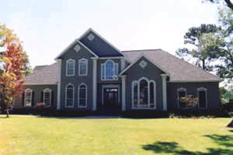 Traditional Exterior - Front Elevation Plan #37-117 - Houseplans.com