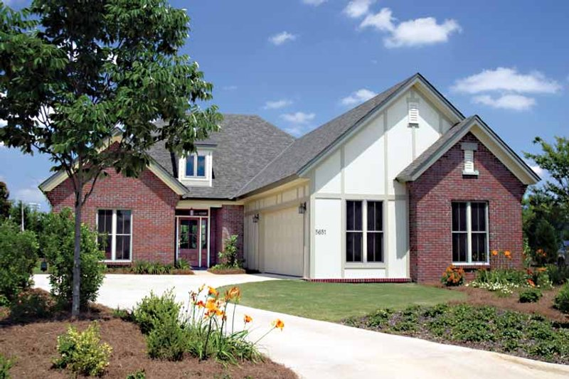 Architectural House Design - Traditional Exterior - Front Elevation Plan #17-3146