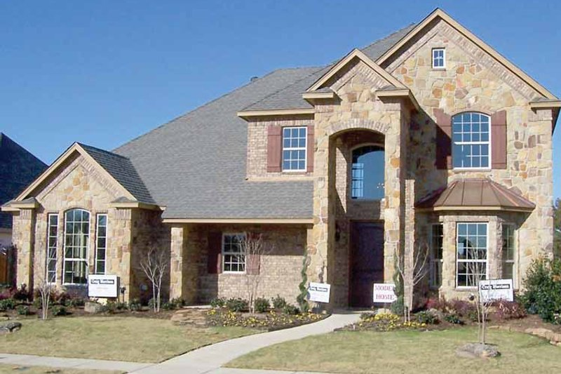 Traditional Exterior - Front Elevation Plan #84-728 - Houseplans.com