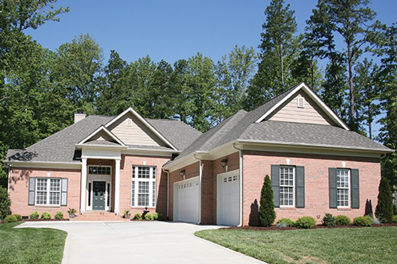 Dream House Plan - Traditional Exterior - Front Elevation Plan #453-622
