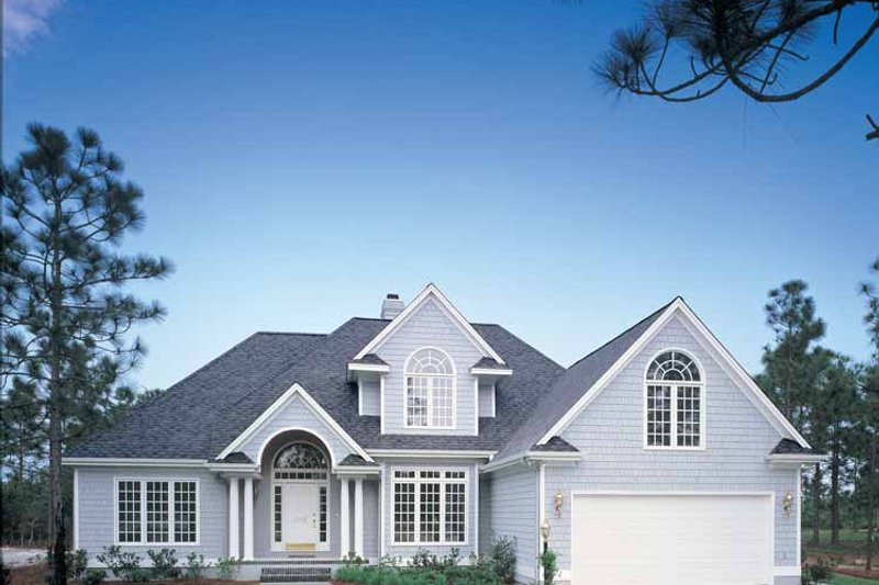 Traditional Exterior - Front Elevation Plan #929-110 - Houseplans.com