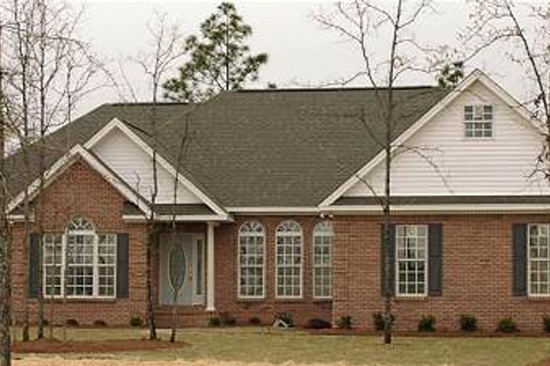 Traditional Style House Plan - 4 Beds 2.5 Baths 2659 Sq/Ft Plan #63-130 Exterior - Front Elevation