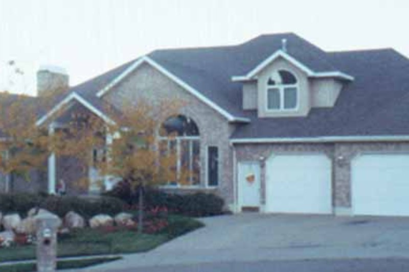 Traditional Exterior - Front Elevation Plan #945-56