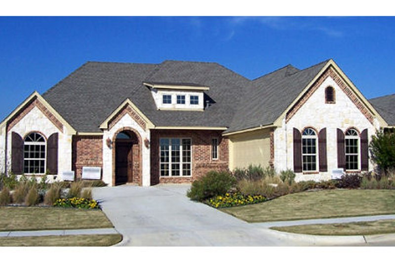 European Style House Plan - 3 Beds 3 Baths 2770 Sq/Ft Plan #84-380 Exterior - Front Elevation