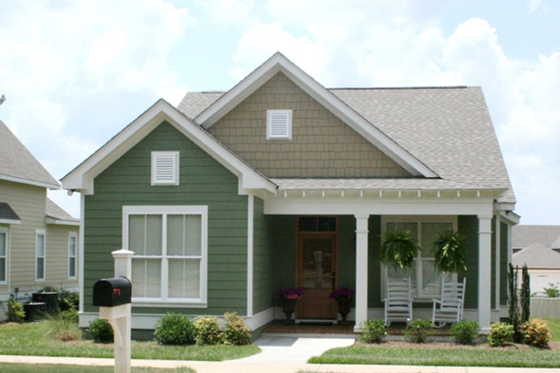 Cottage Style House Plan - 3 Beds 2 Baths 1550 Sq/Ft Plan #430-64 Exterior - Front Elevation
