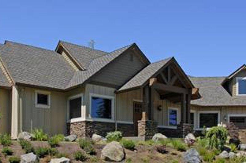 Craftsman Exterior - Front Elevation Plan #48-517 - Houseplans.com