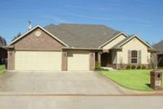 Traditional Style House Plan - 4 Beds 3 Baths 2722 Sq/Ft Plan #65-133 Exterior - Front Elevation