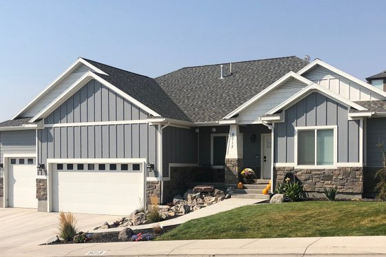 Farmhouse Exterior - Front Elevation Plan #1060-47