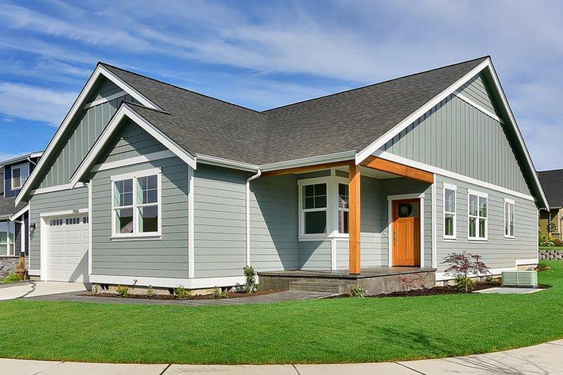Craftsman Exterior - Front Elevation Plan #1070-27